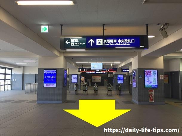 淀駅中央改札口