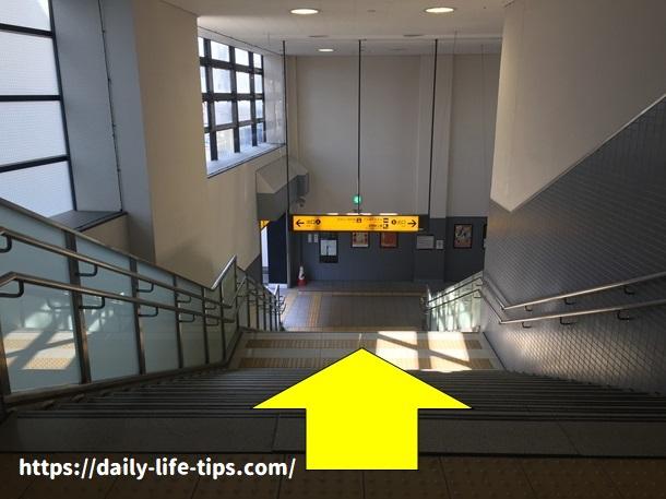 淀駅1-A階段