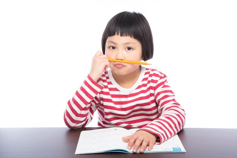 宿題に飽きた子供